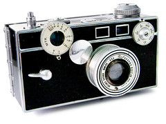 "Argus Camera model C2 ""The Brick"", 1938 (galessa's plastics) Tags: camera brazil brick history industry brasil vintage design 1930s designer collection american product bakelite materials histria argus industrialdesign esdi plastics consumerculture polymer productdesign plsticos materialculture designdeproduto polmeros desenhoindustrial designhistory galessa gersonlessa histriadodesenhoindustrial histriadosplsticos phenolformaldehyde plasticsindustry classicplastics"
