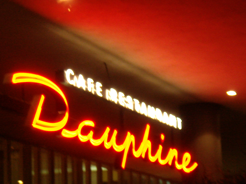 Neon Dauphine