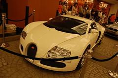 Bugatti Veyron (KiLlaH UnIt) Tags: mall nikon dubai d 5 plate emirates reg veyron d40 buggati
