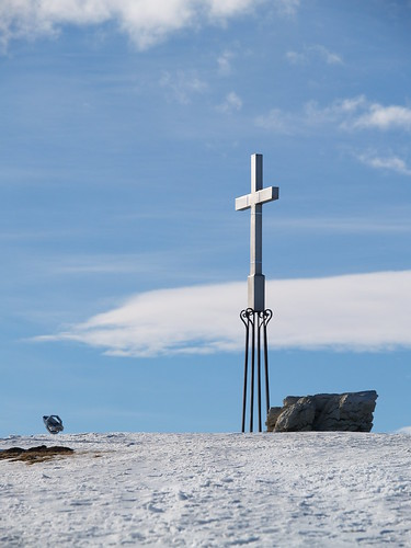 P1110063 cross on the snow mountain (by plateaukao)