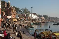 Waterfront, Chitrakut (becklectic) Tags: india river boats 2008 ghats holycity chitrakoot uttarpradesh hindustan views100 chitrakut chitrak dsc1932 mandakini mandakiniriver worldtrekker