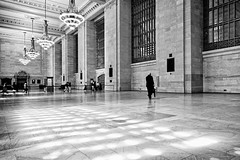 Light Pattern (Philipp Klinger Photography) Tags: new york city nyc trip travel light shadow vacation bw usa white ny man black window glass monochrome station america umbrella hall us nikon pattern floor angle state manhattan united north central wide entrance grand terminal midtown chandelier empire states marble amerika philipp gct staaten klinger antechamber nordamerika vereinigte of d700