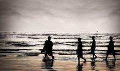 Karachi Seaview, Golden Sands (Kamran Nafees) Tags: pakistan sunset people water out evening wave chilling gathering beaches send kamran karachi enjoying seaview nafees aplusphoto