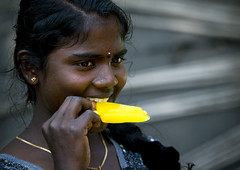 Girl eating a water ice, India (Eric Lafforgue) Tags: india ice democracy indian indie indi indien hind indi inde southindia hodu southasia indland  hindistan indija   ndia hindustan 6751   lafforgue   ericlafforgue hindia  bhrat  indhiya bhratavarsha bhratadesha bharatadeshamu bhrrowtbaurshow  hndkastan