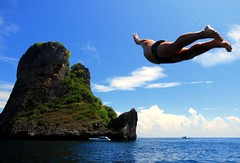 Come fly with me (matt_robinson) Tags: ocean blue sea guy thailand flying jumping divers phiphi flight dive sigma wideangle diving limestone hippo save10 kap soaring phuket 1020mm savedbythedeltemeuncensoredgroup uhoh bellyflop dmu sawadee flickrplatinum diamondclassphotographer wwwmattrobinsonimagescom