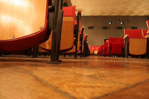 La salle de cinéma, avec parquet