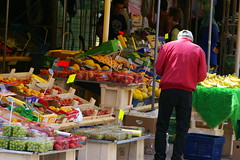 Torghandel (kenny_lex) Tags: sweden sverige haninge handen torg torghandel rd red fruit frukt grapes strawberry lemons banana man colourful colors lime peaches person buying buy purchase kper selling sell sljer market marknad kommers commers redjacket blackpants mellons meloner