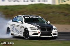 Drifting BMW M3 E92 (coffe.dk) Tags: white black cars car norway race norge track smoke extreme automotive racing bmw carbon m3 coffe 2009 drifting drift trackday rudskogen e92 gatebil coffedk