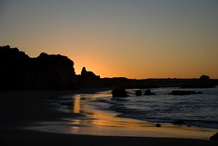 Tidal (tanera) Tags: pink blue beach wet water dawn sand shadows cliffs boulders algarve crepuscular wwwtaneracouk httptaneracouk