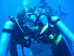 Underwater Kiss (Key of Life) Tags: life africa camera cruise sea vacation fish love uw nature water digital photo marine kiss paradise honeymoon mare underwater photos sub redsea dive egypt deep scuba diving aquatic padi biology truelove depth amore egitto crociera bacio 2007 pesce immersioni saintjohn naturalmente fotosub subacquea wetpixel keyoflife underwaterpics fondali nokia1 fotosubacquee naturewatcher coolestphotographers missveena
