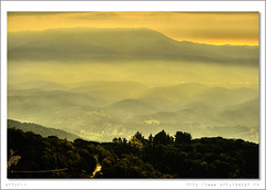 El Valls des del Montseny. (arturii!) Tags: barcelona road trip autumn trees orange cloud sun mountain tree sol nature beautiful yellow fog les clouds canon wow landscape amazing nice europa europe day view carretera natural god terrace path top great selva natura pic dia catalonia arbres antena voyager catalunya arbre meters hdr catalua muntanya barcelone groc fita 1700 tardor nuvol taronja paisatge osona matagalls montseny catalogne vallsoriental cam hito cumbre parcnatural agudes altitud massis eos400d turdelhome anawesomeshot aplusphoto diamondclassphotographer onlythebestare scenicsnotjustlandscapes alemdagqualityonlyclub