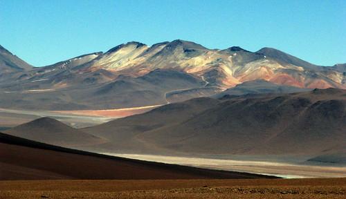 Bolivia a lo lejos.