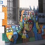 La Habana: Habanerita en calle con mural