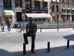 20070916073347-0 (Csar Rincn) Tags: madrid street ariel marihuana