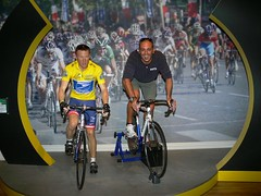 Madame Tussauds (Fausto Carnicelli) Tags: leica uk greatbritain travel madame england london museum cycling cyclist panasonic ciclismo ciclista wax museo londra lancearmstrong cera tussauds fz30 madametussauds reportage inghilterra dmcfz30 carnikke museodellecere museumofwaxes roadracingcyclist theworldseenfromthefz30 faustocarnicelli