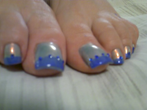 Long toe nails in blue shiny nail art toe nail art