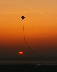 One up, one down (the44mantis) Tags: ocean sunset sea kite west coast scotland escocia schottland troon ayrshire schotland ecosse scozia