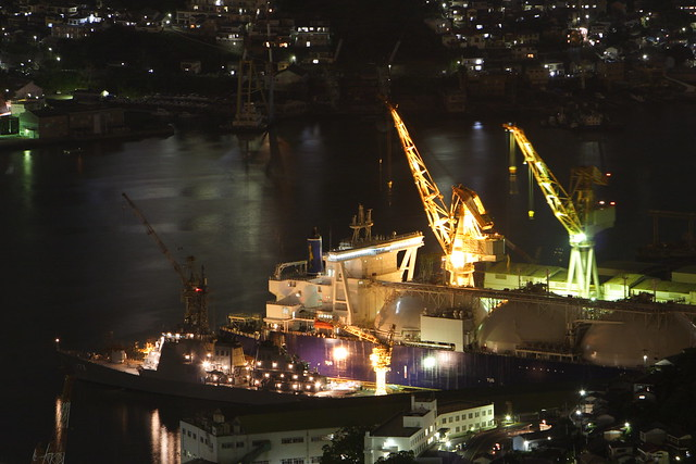 造船所の夜作業