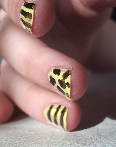nail Animal's dot and stripes nail designs nail art designs gallery