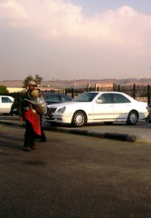 Cairo: The Merc and the Drinks Seller (Stationary Nomads) Tags: road man cars mercedes juice parking egypt cairo drinks egyptian seller juiceseller masr egyptianman alqahira drinkseller cairoroad karkadeh kharoob tamrahindi
