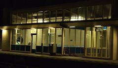 Heemstede-Aerdenhout (Kleiobird) Tags: station geotagged railwaystation handheld nightscene waitingroom hopperesque wachtkamer nachtopname geo:lat=52359418 geo:lon=4606705 heemstedeaerdenhout