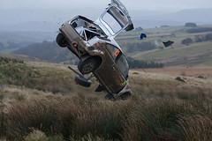 [フリー画像] [自動車] [ラリーカー] [事故] [WRC/世界ラリー選手権] [フォード/Ford] [フォード フォーカス] [Ford Focus WRC] [アンドレアス・ミケルセン/Andreas Mikkelsen] [アメ車]  [フリー素材]