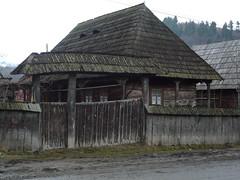 Sacel wooden house (grad dana) Tags: door wood house casa wooden traditional romania roumanie maramures lemn poarta diamondclassphotographer sacel goldstaraward