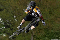 Avalanche Cup 2008 (Shabok) Tags: mountain france sports bike lyon action mountainbike downhill mtb vtt vlo descente benoitcolin
