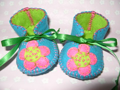 teal and lime baby shoes with wonderful flowers motifs-hand-stitched (Funky Shapes) Tags: flowers baby thread mushrooms shower shoes handmade unique oneofakind felt zapatos gift kawaii bebe ribbon accessories etsy maryjanes regalo booties wholesale botas slipers dawanda