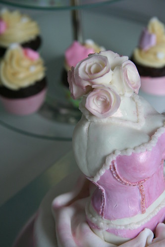 pink roses cake cupcakes bridalshower underwear lingerie marshmallow corset fondant stays