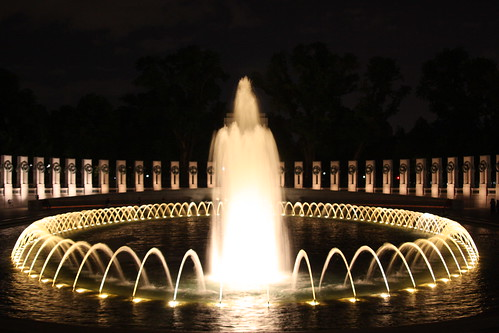 "World War II Memorial in Washington DC - at night • <a style=""font-size:0.8em;"" href=""http://www.flickr.com/photos/8110030@N05/2513849422/"" target=""_blank"">View on Flickr</a>"
