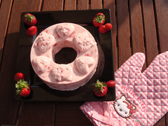 Hello Kitty -Non essendo una torta calda il guanto non c'entrava nulla (Iaia***) Tags: hello pink food cute cooking kitchen cake japan cool sweet hellokitty kitty nippon giappone