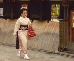 Gion () (pbarre) Tags: maiko geiko geisha    gion japon  kyto