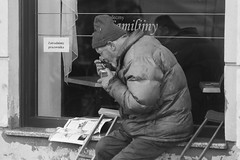 lunch (Paweł Olejnik) Tags: mokotoff practicamtl3 iso100 ilford street warsaw poland city lunch man people ulica poverty bw blackandwhite photojurnalism 35mm life film socialdocumentary rybokula
