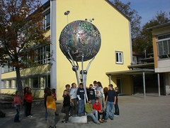 The World of Knowledge (mo_metalart) Tags: sanfrancisco berlin kunst mirko ravensburg vatech windspiel skulpturen kreisverkehr metallkunst bodnegg alexashoppingcenter siakkouflodin schülerprojekt horgenzell alternativeenergienkunstwerk visionschule recyclingkunst kunstinderschule zusammenarbeitsprojekt