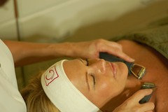 Day of Beauty at the Spa (GuinotGirl) Tags: ladies woman white beautiful neck hands faces skin g working cleaning clean clear business health beaut retreat therapy naturalbeauty facial headband botox extraction profession wellness facemask beautician aromatherapy cosmetology skincare esthetician dayspa beautytherapy aesthetician healthbeauty esthetiques guinot spatreatment handsatwork antiwrinkle betterthanbotox youngtoold reneguinot europeanfacial guinotparis hydradermie facialtime cosmetictreatment minifacial exfolaition