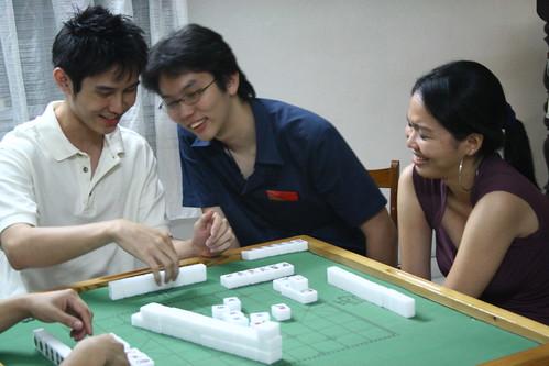 Teaching yee hui how to play mahjong