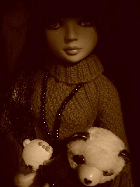 CharlIE :)) dans un beau pull rouge tricoté par Nadine :) Page 2 et 3 :) 2375226656_2d6e8f1df3_o