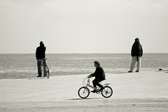 Strange Afternoons (Pensiero) Tags: barcelona sea blackandwhite men bike bicycle waiting mare ride bcn perspective bicicleta riding barceloneta bici barcellona bicicletta attesa exb questanonunafotosurreale changeyourliferideabike
