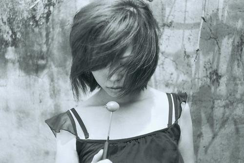 フリー画像| 人物写真| 女性ポートレイト| アジア女性| ショートヘアー| モノクロ写真|      フリー素材|