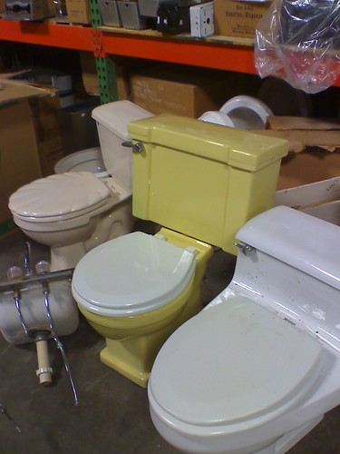 harvest gold toilet seat. Yellow Toilet  or maybe Mustard Harvest Gold at ReStore in KCK Flickriver Mike Leavenworth s photos tagged with toilet