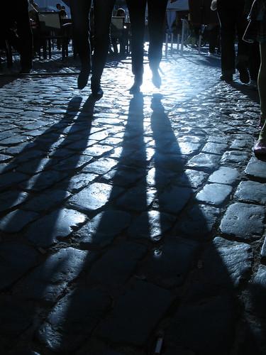 sombras andando