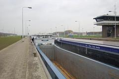Volkerak, Willemstad (alnus pistor) Tags: netherlands lock waterworks sluice