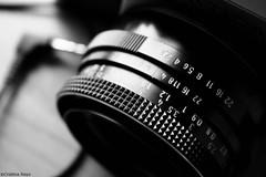 Objetivo (Kris *) Tags: camera bw white black blanco canon 350d negro bn cámara objetivo xkrysx