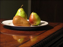 Plate of Pears (floralgal) Tags: stilllife reflection fruit bravo pears decorative plate vegetation picnik abigfave anawesomeshot diamondclassphotographer flickrdiamond excellentphotographerawards theperfectphotographer dianaleeangstadtphotography