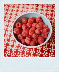 raspberries (*Juliabe) Tags: food film home polaroid sx70 yummy instant raspberries polaroidsx70 myeverydaylife frambuesas