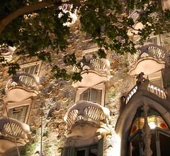 Casa Batll (Gaudi) (maria_is_somewhere) Tags: barcelona night spain casabatll