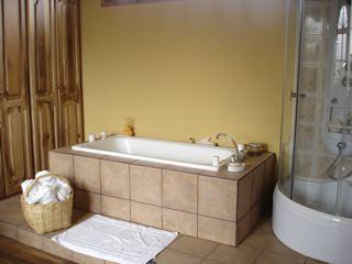 Hotel-El-Meson-de-las-Flores-bathtubs