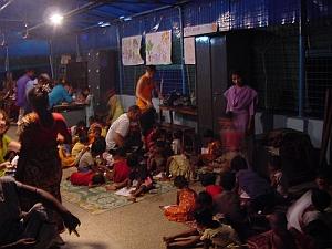 pequeño teatro bajo el monzón