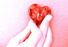 Con il cuore... (FlorianaRiga) Tags: red love hand mano hearth rosso cuore amore